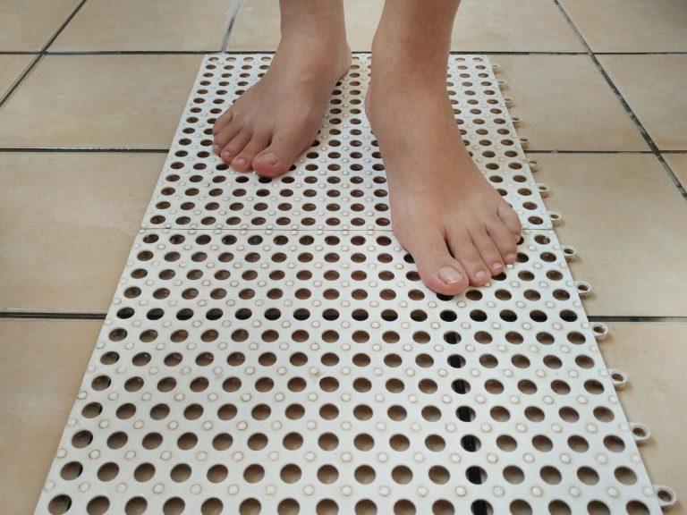 De ideale ouderen douche is verkrijgbaar voor een nette prijs